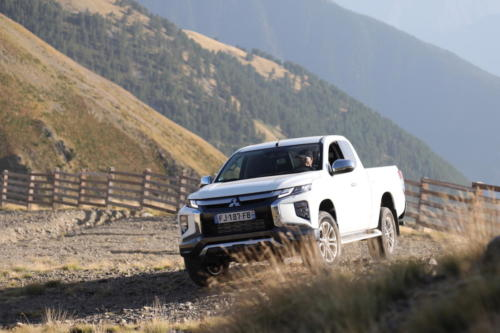mitsubishi L200 club cab awd 2020 photo laurent sanson-12